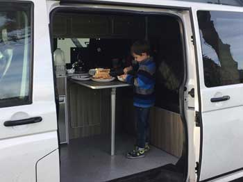 Campervan-Breakfast